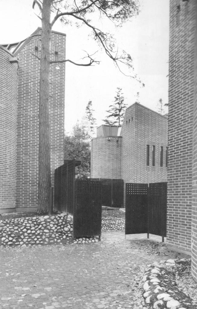 As Oy Tammiväylä, view to the courtyard (Suomi rakentaa 7, 1986)